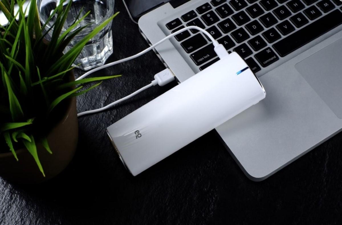 EQ NEO 4 przy laptopie