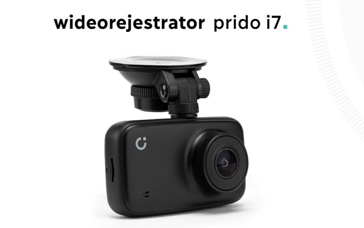 Wideorejestrator Prido i7 na białym tle