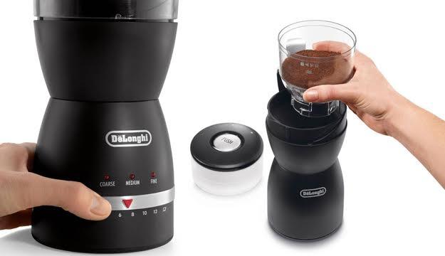 obsługa młynka do kawy firmy DeLonghi