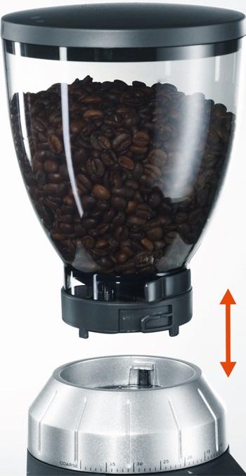 wyjmowany pojemnik na kawę w młynku elektrycznym
