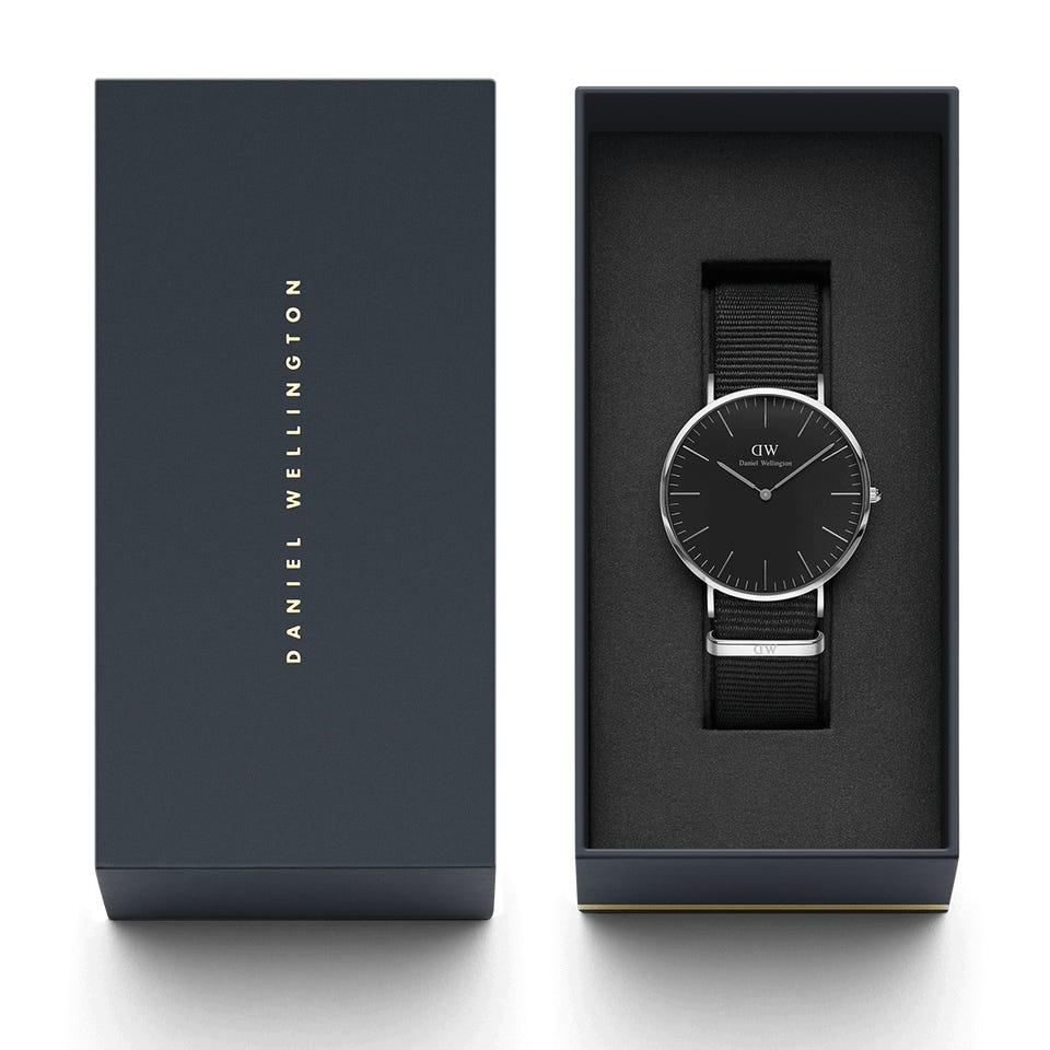 czarny zegarek męski spakowanyw  pudełku