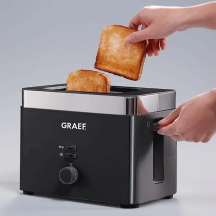 wyciąganie dwóch tostów z tostera GRAEF