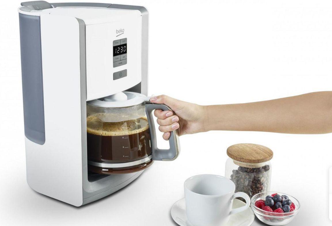 parzenie kawy w ekspresie przelewowym Beko