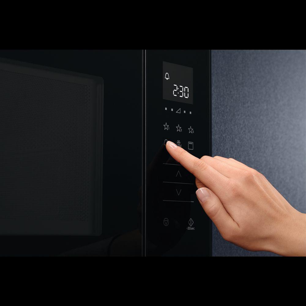 obsługa kuchenki mikrofalowej Electrolux