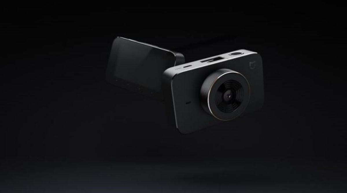 Xiaomi Mi Dash Cam na czarnym tle