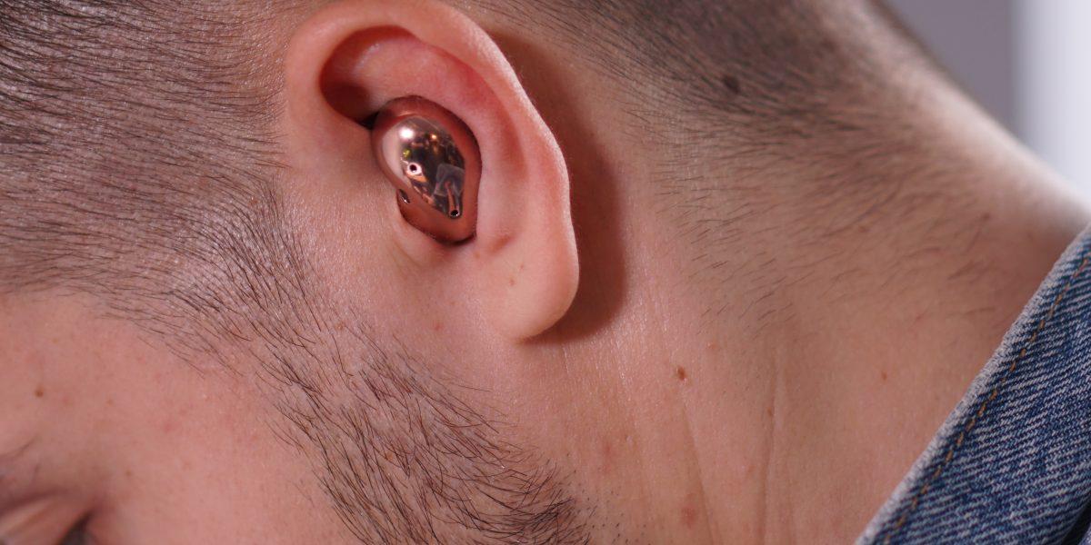 Galaxy Buds Live w uchu