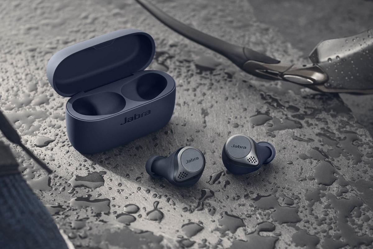 Niebieskie słuchawki sportowe Jabra Elite Active