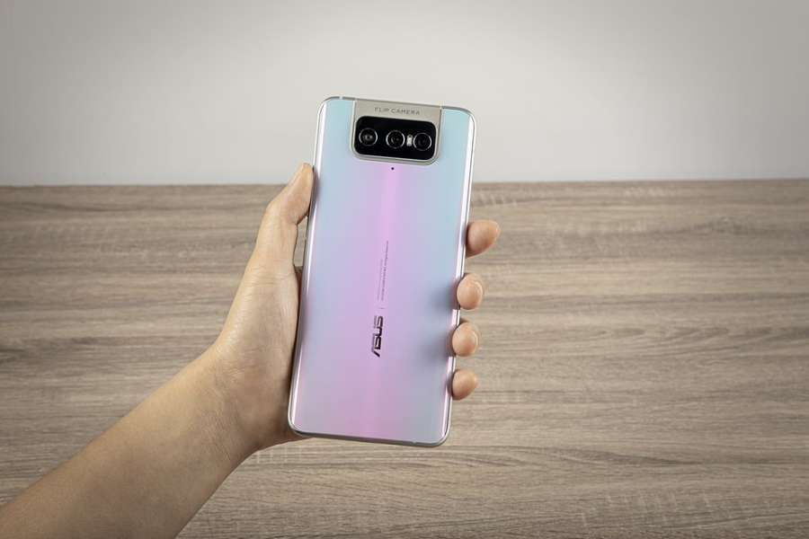Asus Zenfone 7 ma trzy aparaty