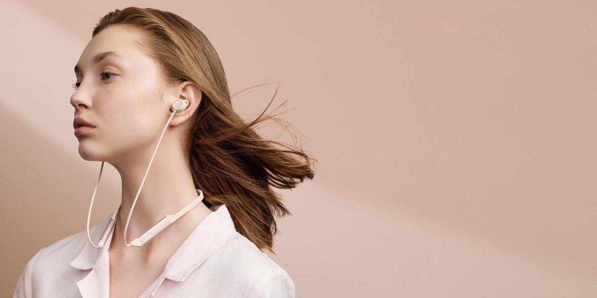 Huawei Freelace Pro w uszach