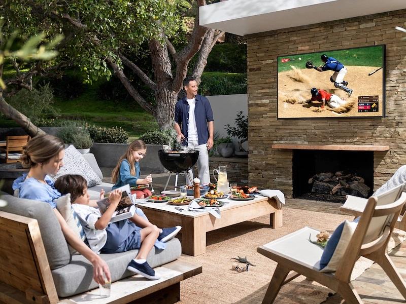 telewizor w ogrodzie