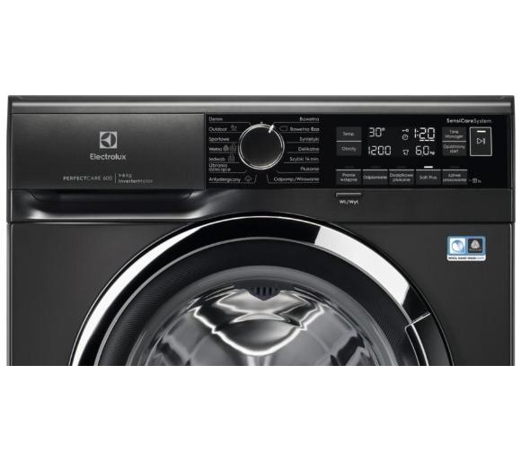 panel czarnej pralki