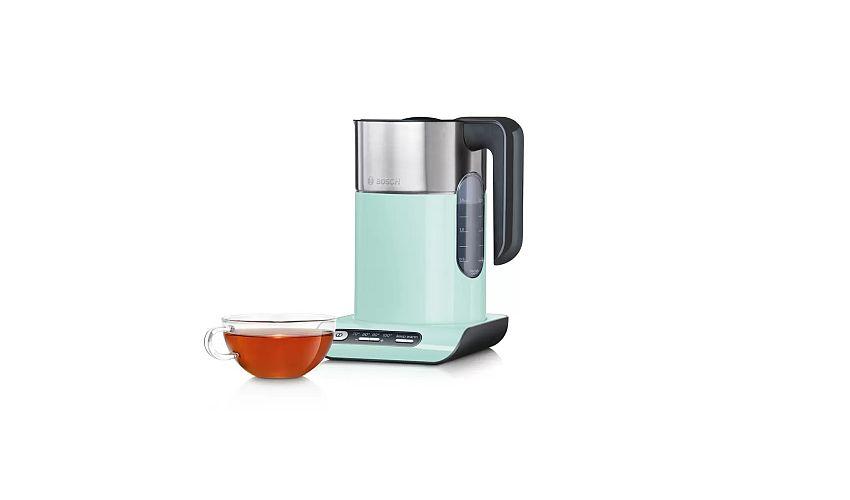czajnik elektryczny i filiżanka herbaty